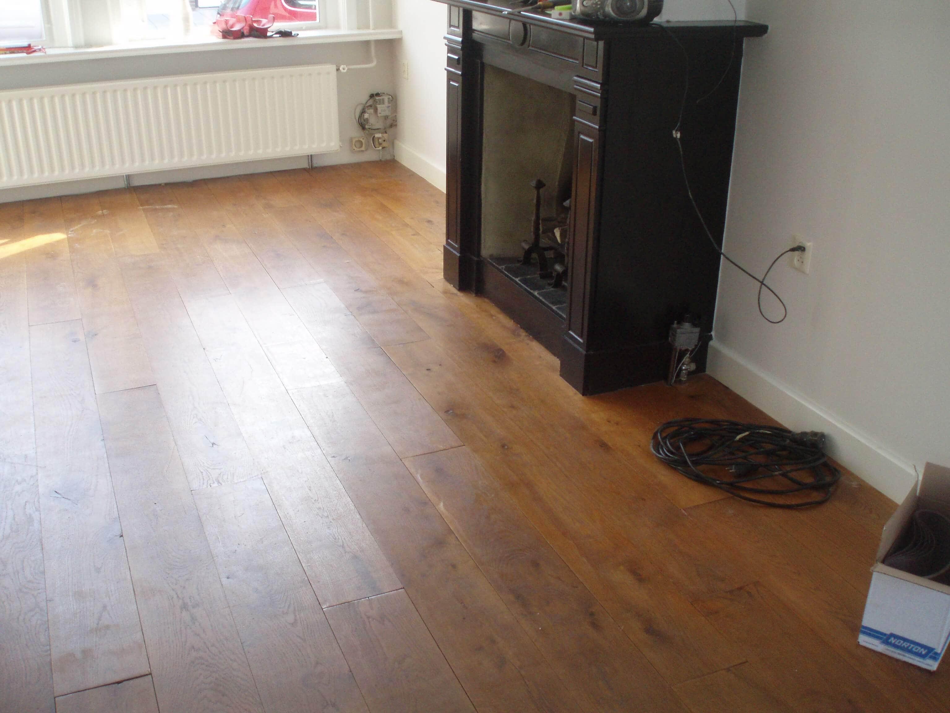 Eiken houten vloer voor en na het schuren tida parket tilburg